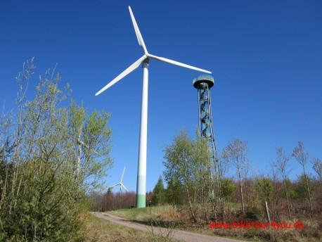Windpark mit Aussichtsturm