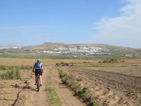 Durch die Felder zwischen Guime und Nazaret